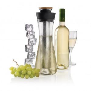 Skleněná karafa na víno